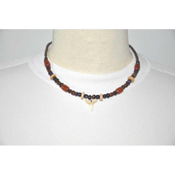 Collier en perles de bois du br sil avec pendentif dent for Artisanat pernambouc bresil